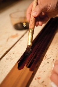 wood_finishing_tips_applying_dye_200x300